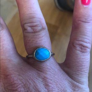 Gold ring w/ bright turquoise stone